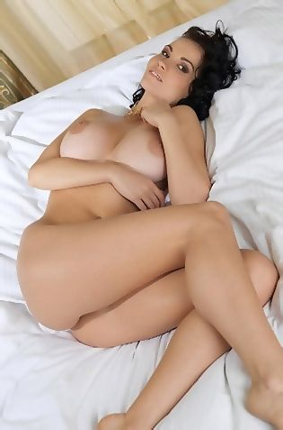 Sexy Babe Stacie Posing Naked On Her Bed